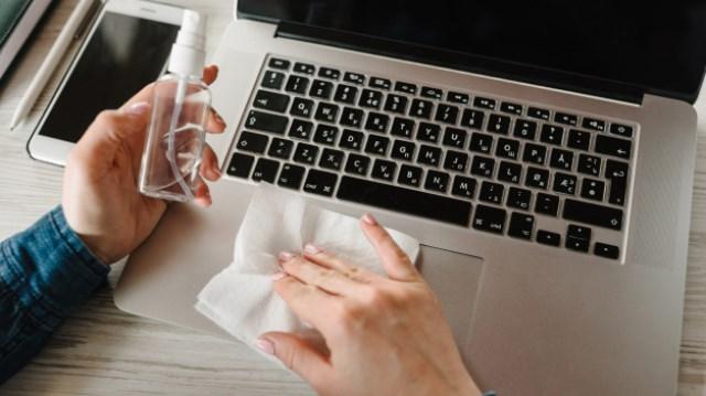 Saiba como limpar equipamentos eletrônicos e se prevenir de doenças