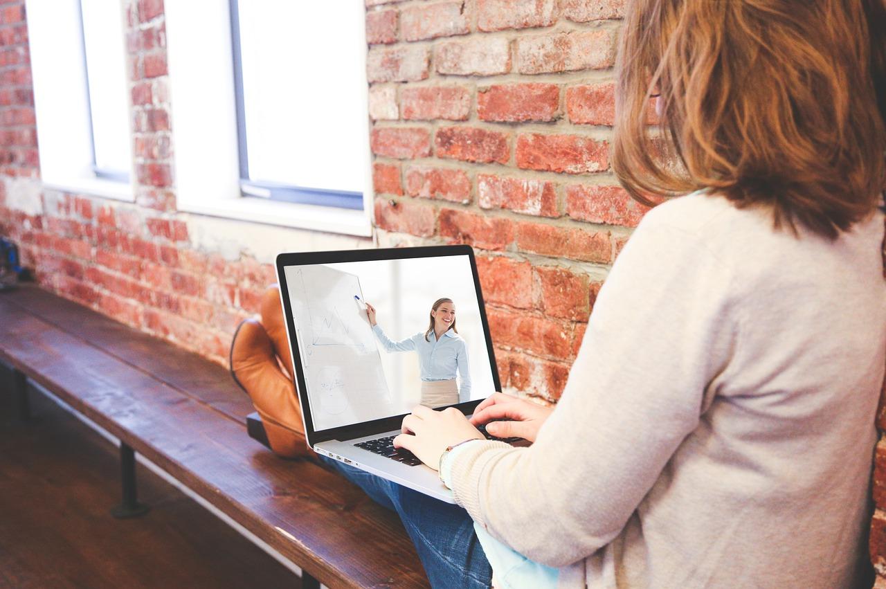 IEL lança plataforma de educação executiva com cursos on-line ao vivo