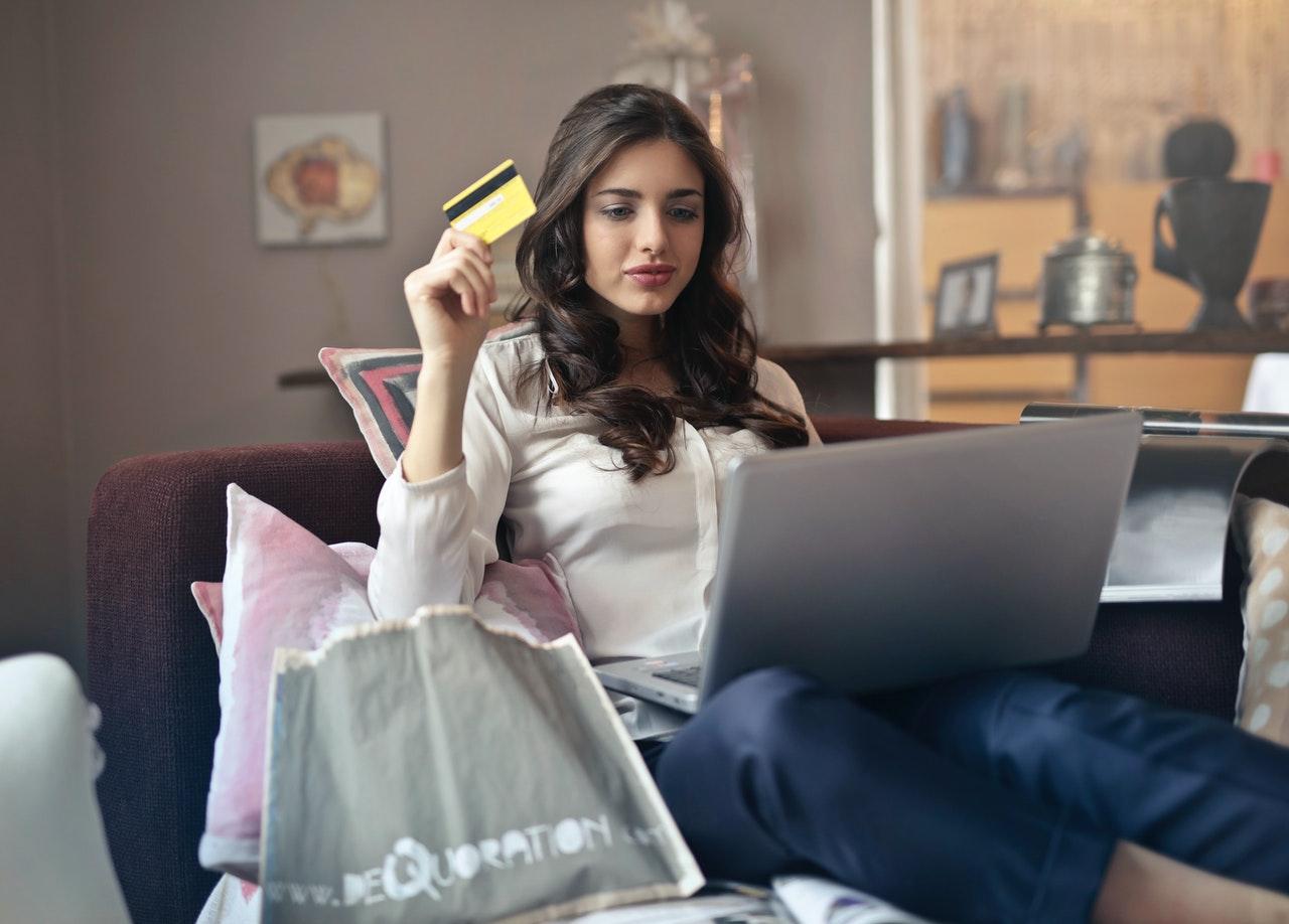 Read more about the article Cresce uso de e-commerce e do débito na América Latina e no Caribe