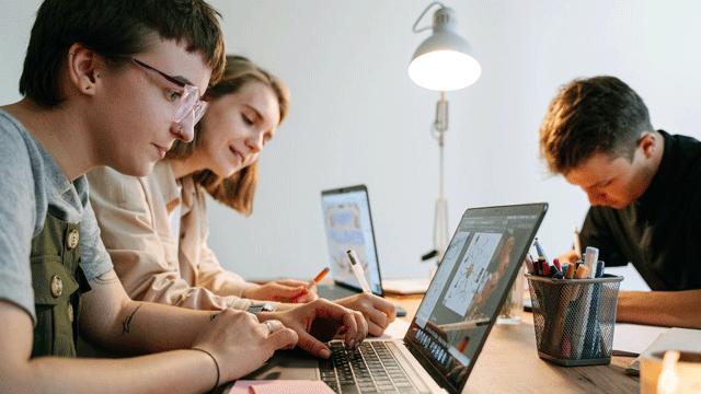 Senaclança formação profissional em TI e Aplicações Financeiras
