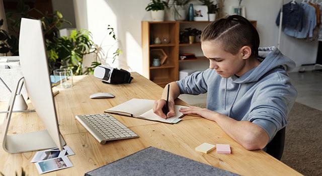 Cinco dicas para acertar na escolha do curso on-line