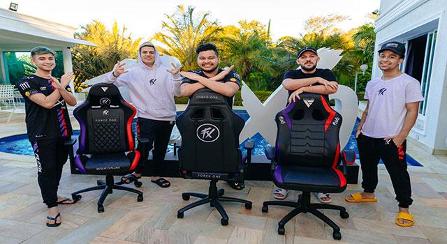 Read more about the article Force One lança linha exclusiva de cadeiras gamer do Fluxo